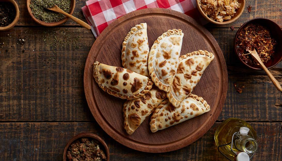 Empanadas. Fotografias para Tomasso Pizzas - Campaña publicitaria con food styling by okd Estudio